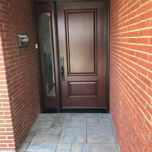 Exterior door with laminated sidelite installed.