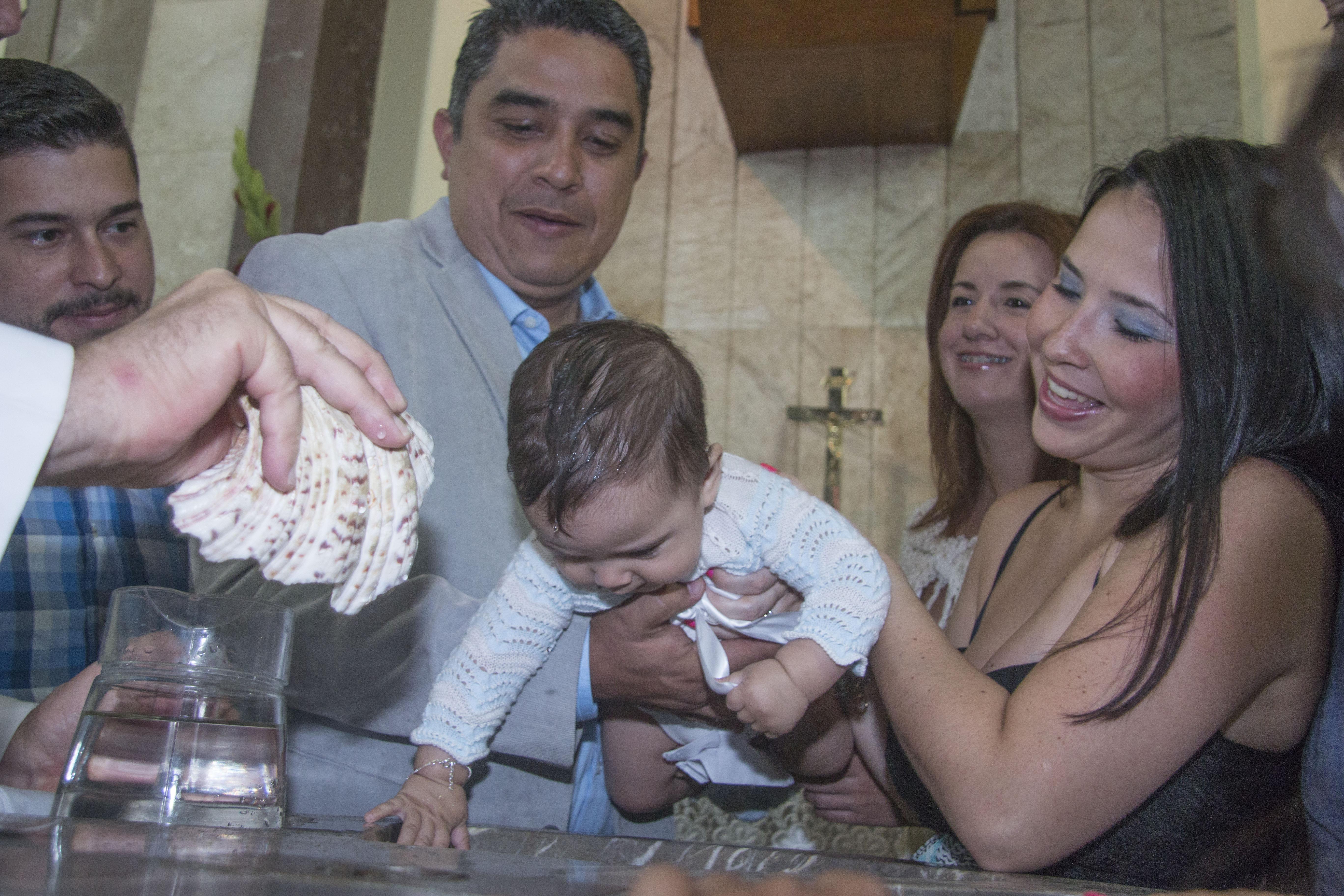 Bautizo Barroso, bebe