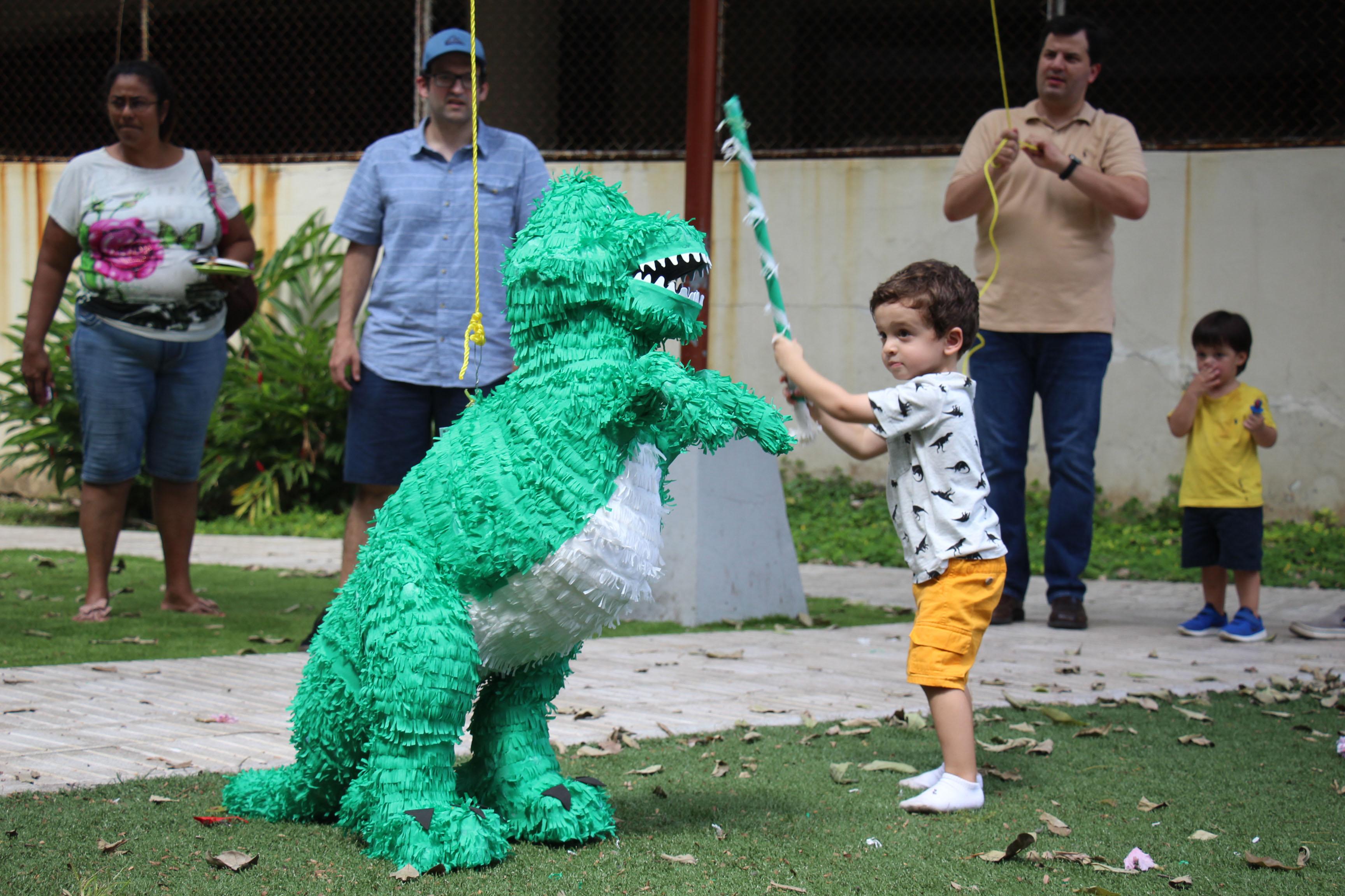 Piñata en el cumpleaños de Nicolas