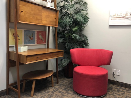 Counsellor Room - Desk & Chair