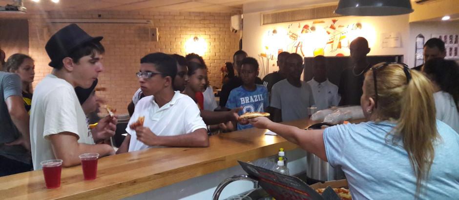 שמחנו לארח את בני ובנות הנוער של לוד במועדון הנוער מלודיקה - קפה וחברים אחרי מופע סטנדאפ לסיום הקיץ