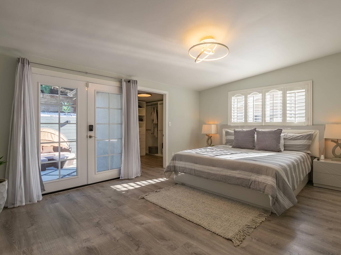 Master Bedroom 2/2