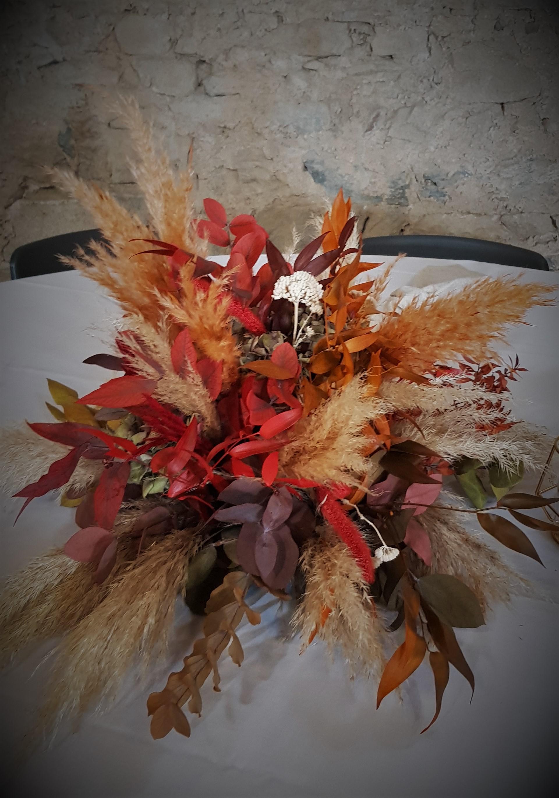 Centre de table en fleurs séchées