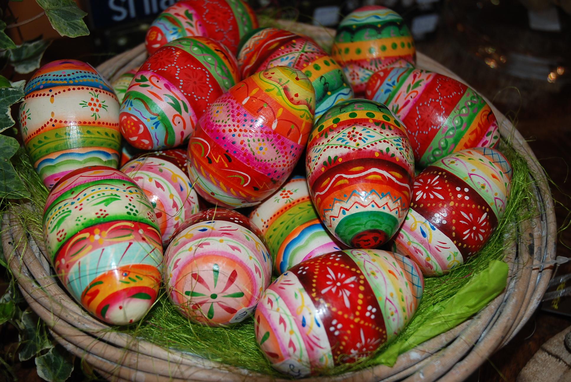 Les oeufs de pâques en bois coloré