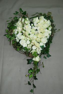 Coeur en roses blanches