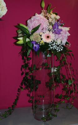 Composition florale sur un vase hauteur transparent