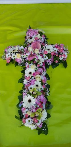 Une croix en fleurs
