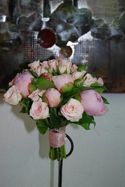 Bouquet de mariée rond avec pivoines