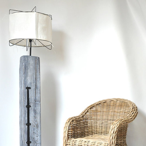 Lampa ze starej belki - podłogowa