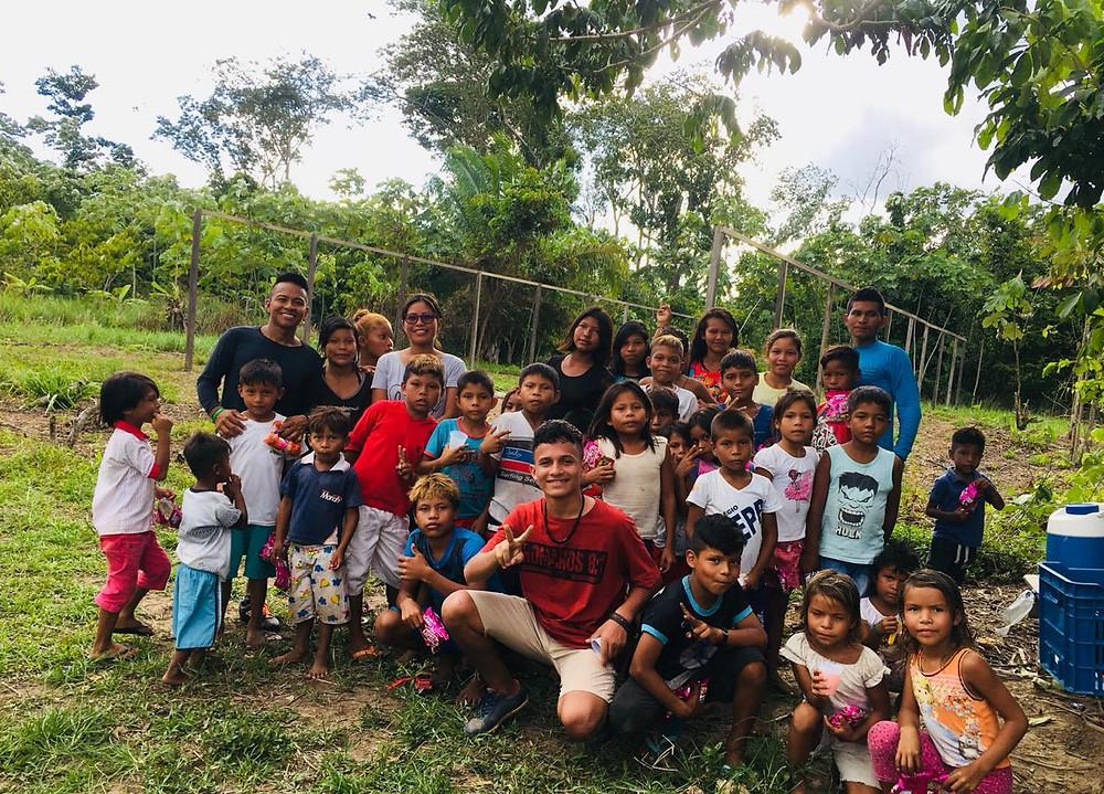 Crianças riberinhas do Amazonas