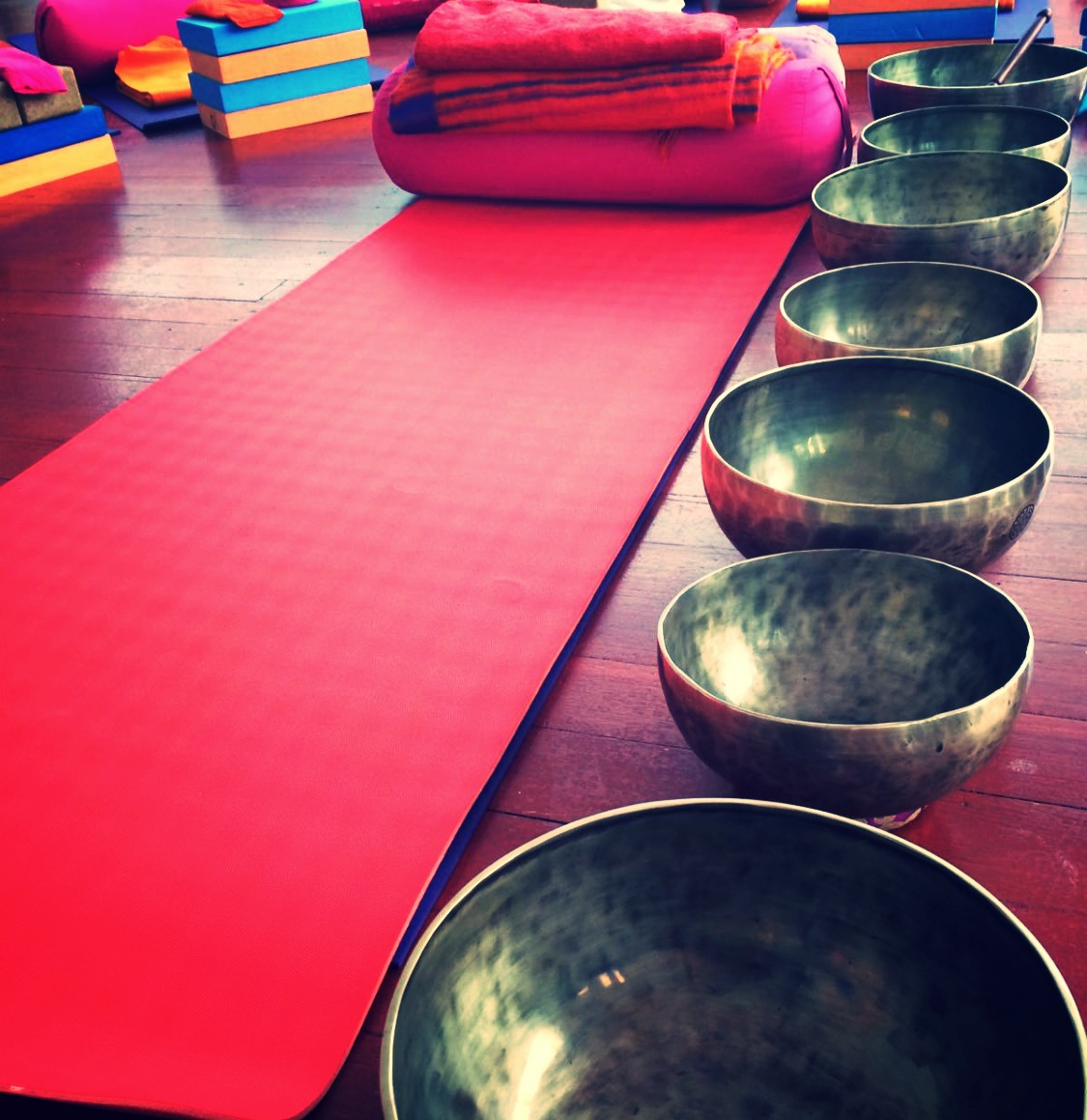 Seven chakra full moon singing bowls