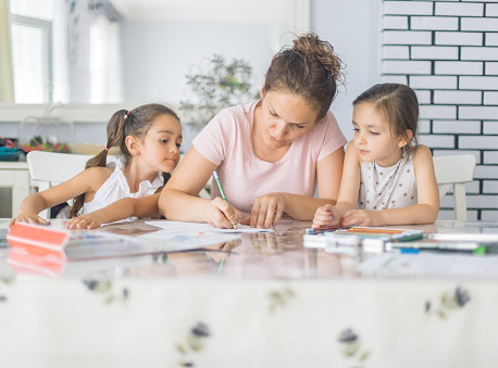 Šta kada dete odbija da crta? Rešenje postoji-Igra nalepnicama