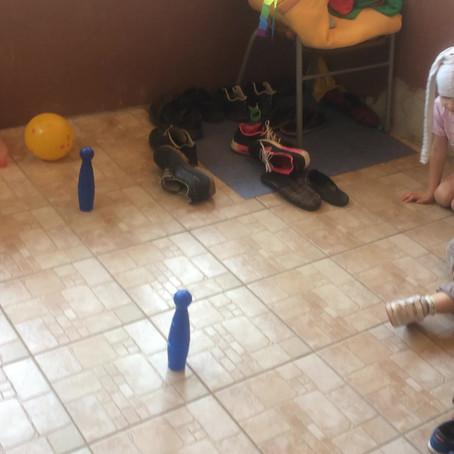 Igra čunjevima, zabava za više dece