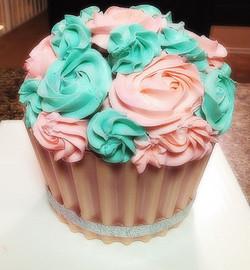 Giant cupcake cak
