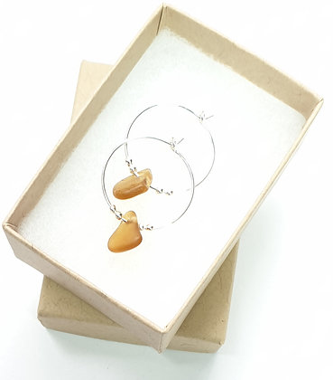 Light caramel fine hoop earrings