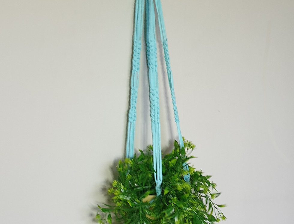 Recycled t-shirt yarn plant holder (L)
