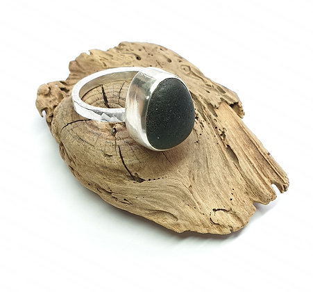 Forest green seaglass ring (Q/Q1/2/R)