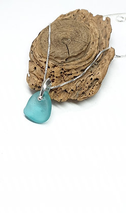 Brilliant turquoise pendant and chain