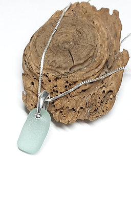 Light turquoise pendant and chain