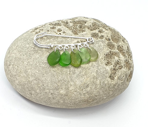 Brooch pin with hanging seaglass