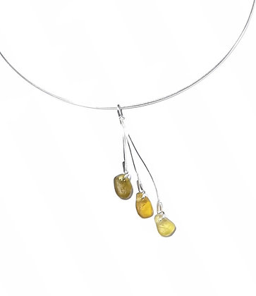 Triple hanging pendant on choker
