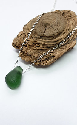 Chunky pendant hung directly onto chain