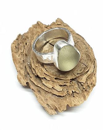 Light yellow seaglass ring (O/O 1/2/P)