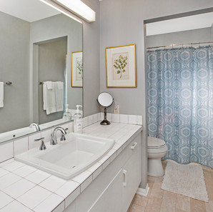 2nd Bath.jpg
