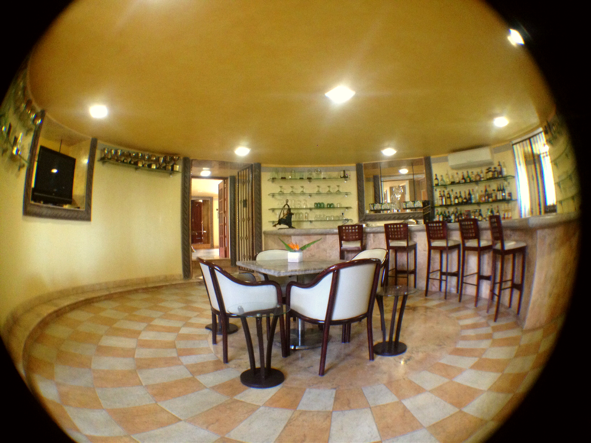 Bar torre secundaria villa toscana.jpg