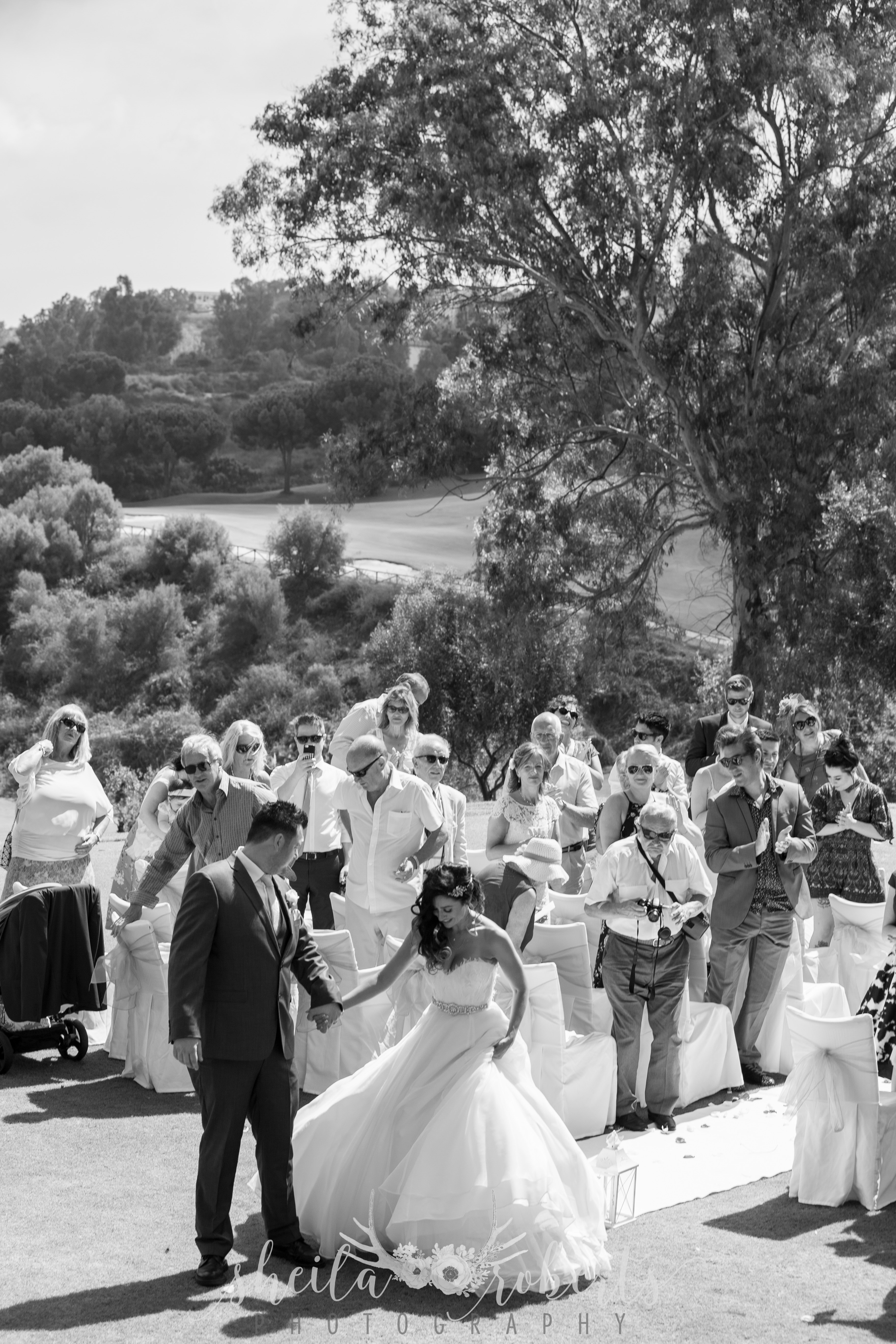 Black & White wedding guests