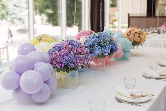 balloon garland table decor