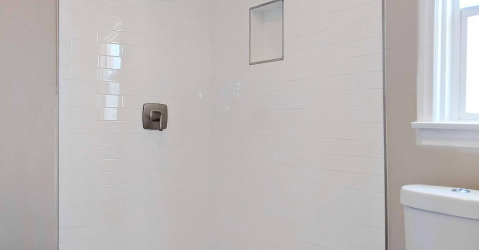 3816 Hungerford Upstairs Bath1
