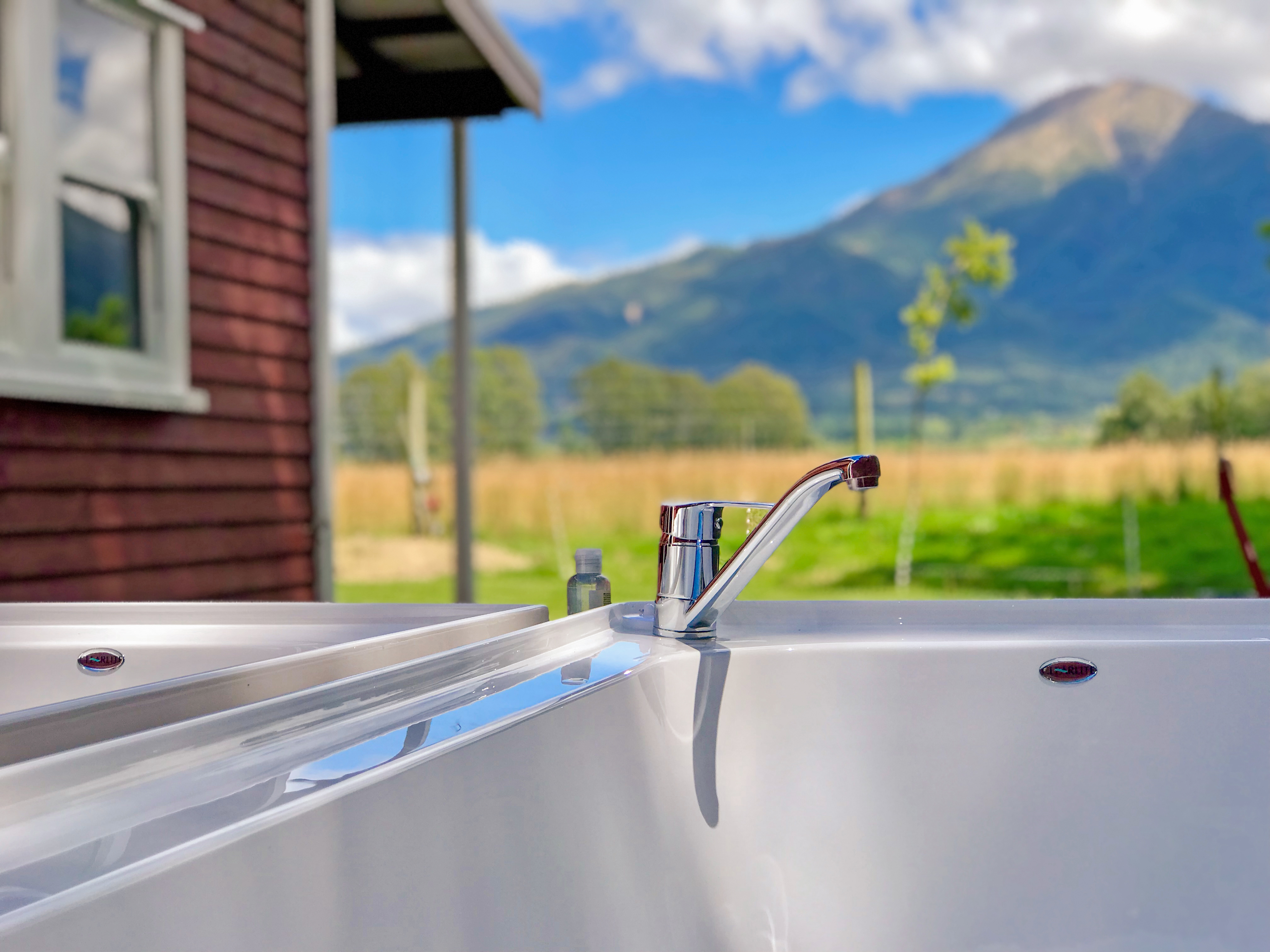 Outdoor_baths_Red_Cotages_Staveley_Accommodation_Mt_Hutt_Methven_Tekapo