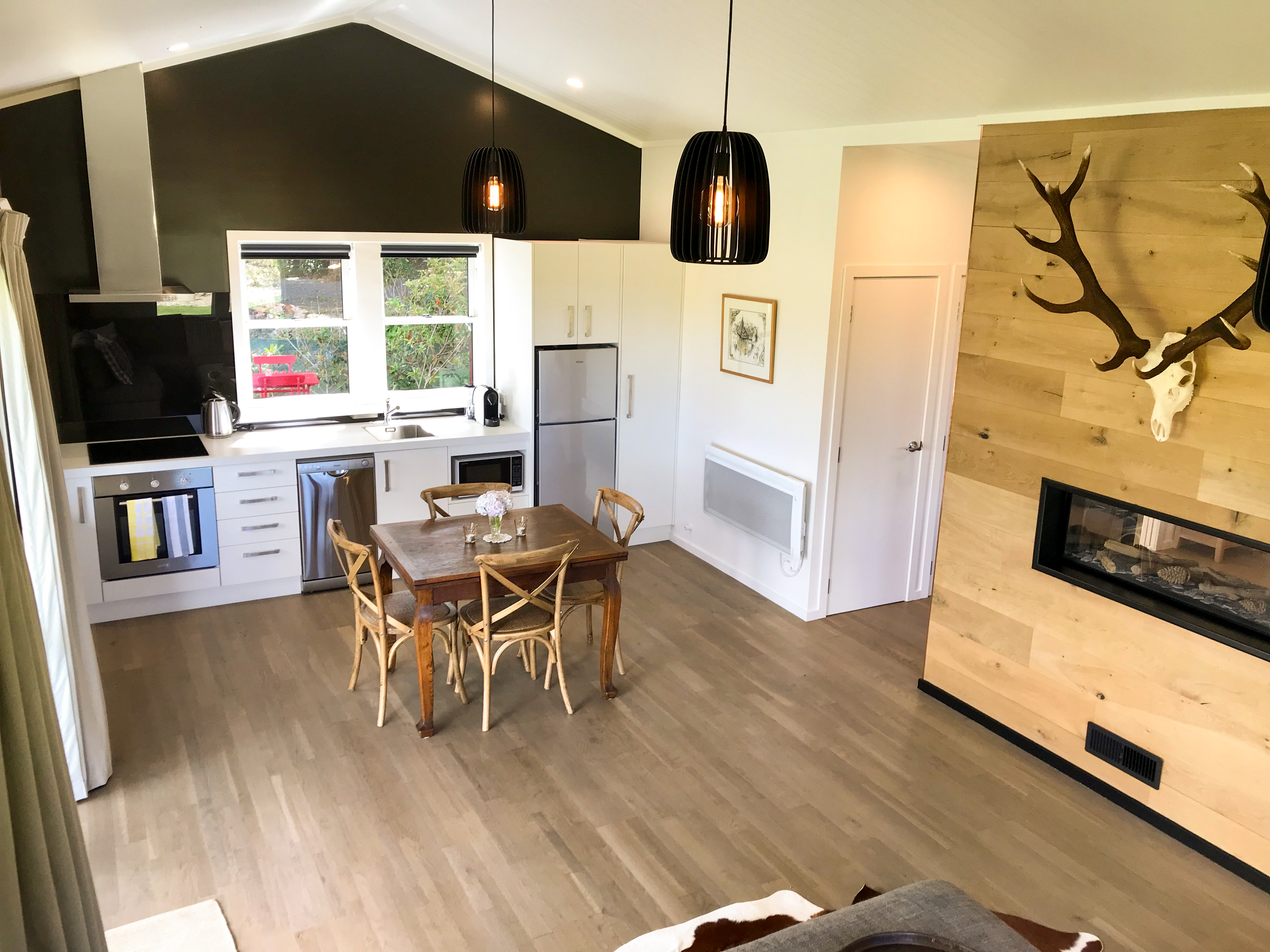 Kitchen_Red_Cotages_Staveley_Accommodation_Mt_Hutt_Methven_Tekapo