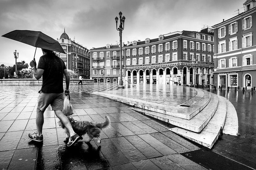 Jour de pluie place Massena