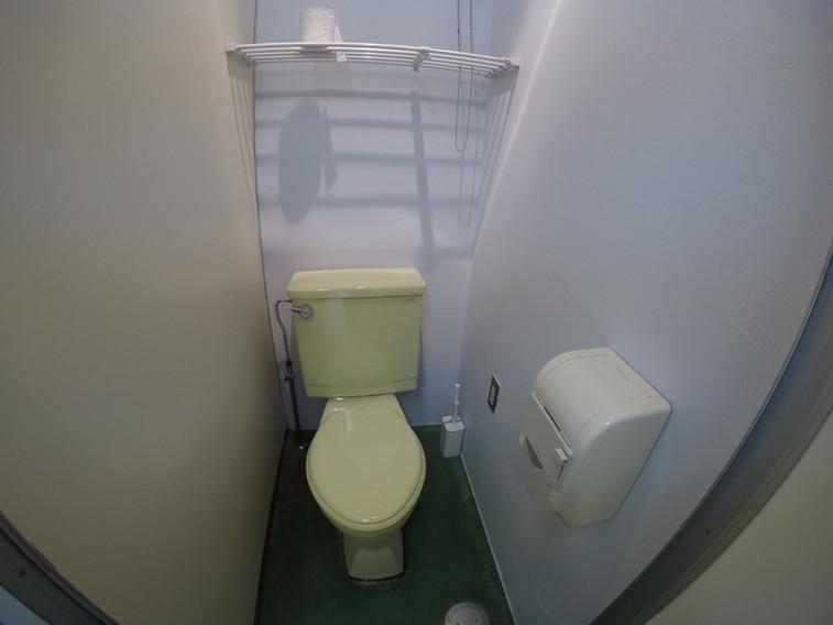 共用トイレ3(水洗・男女別です)