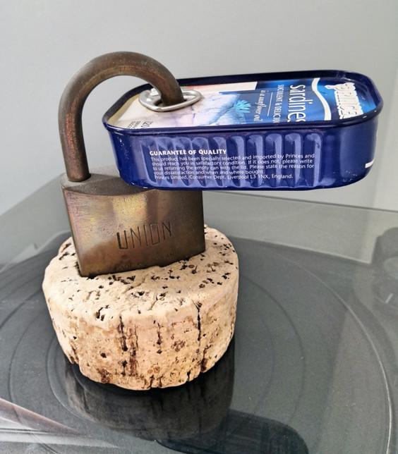 Lock Tin