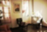 Deux fauteuils dans un cabinet de psychologue à marseille.