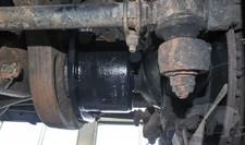Halteklammern an Vorderachse Defender TD4 110SW -MY2011 Service Bulletin P048