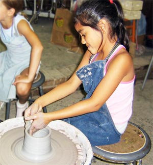 Kids Crafts: Pottery Wheel (4/19)