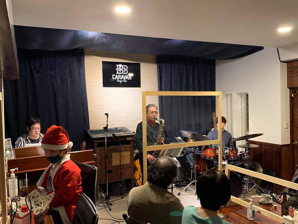 B3オルガンとテナーサックスとドラム