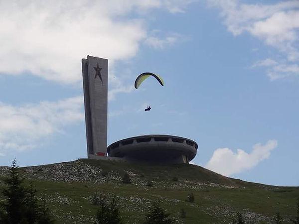 buzludja paragliding.jpg