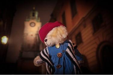 Teddybjörnen med kyrka.jpg