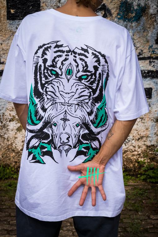 Camiseta Jungle Help Me Costas.jpg