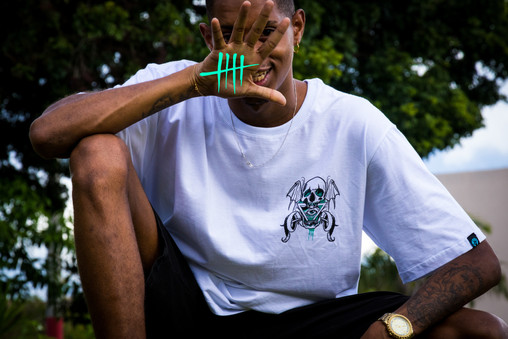 Camiseta Jungle Help Me Branca.jpg