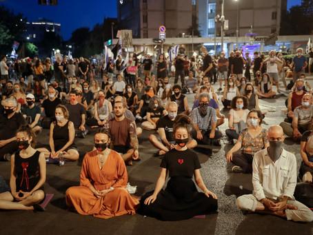 הפגנות, מחאות, מלחמה וגנדי