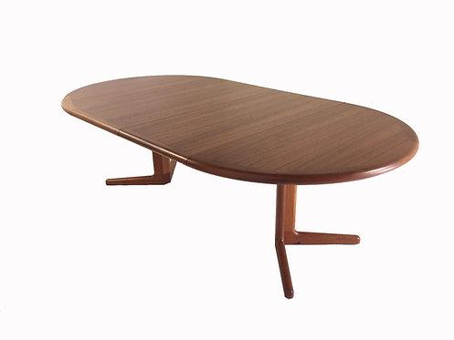 Dyrlund Dining Table
