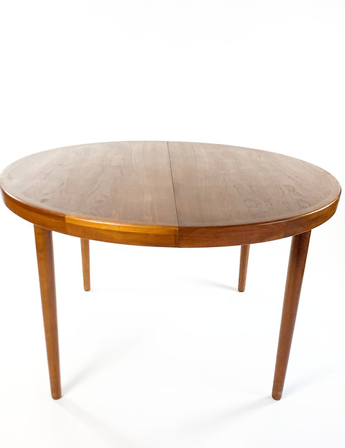 Danish Modern Round Teak Dinig Table w/ Leaves