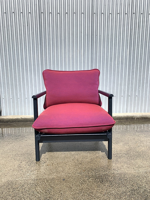 Bolia lounge chair with blue frame and radiant pink