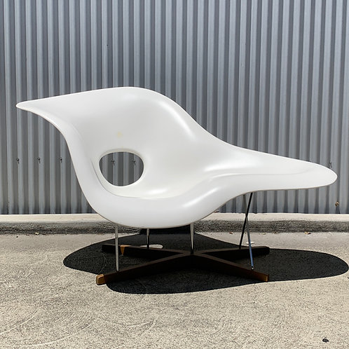 Eames La Chaise by Vitra ca 1948. (2006 Production)